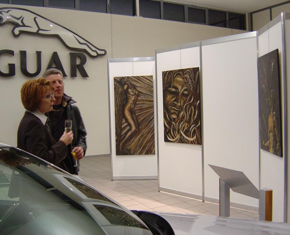 Trennwände zur Kunstausstellung im Jaguar House in Kolbermoor